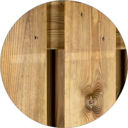 latstrepen geïmpregneerd hout
